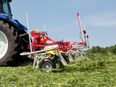 Csúcsminőségű zöldtakarmány kevesebb munkamenetben? Pöttinger kaszák!
