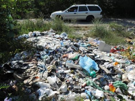 Az út menti illegális hulladékot gyűjtik – országszerte korlátozásokra kell számítani