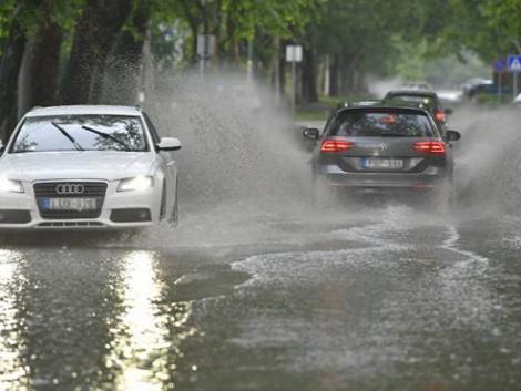 Heves esőzésre figyelmeztetnek – mutatjuk hol, mennyi csapadék várható