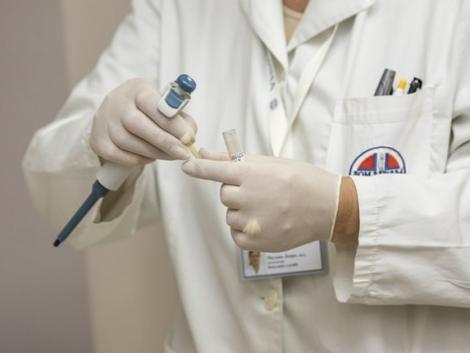 Hazai laborban fejlesztik az új Covid orrsprayt – úgy tűnik, hatásos