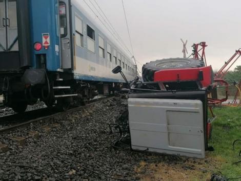 Halálos baleset történt: két vonattal is ütközött egy traktor!