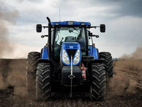 Lánykérés traktorral – nincs az a női szív, ami ellen tudna állni