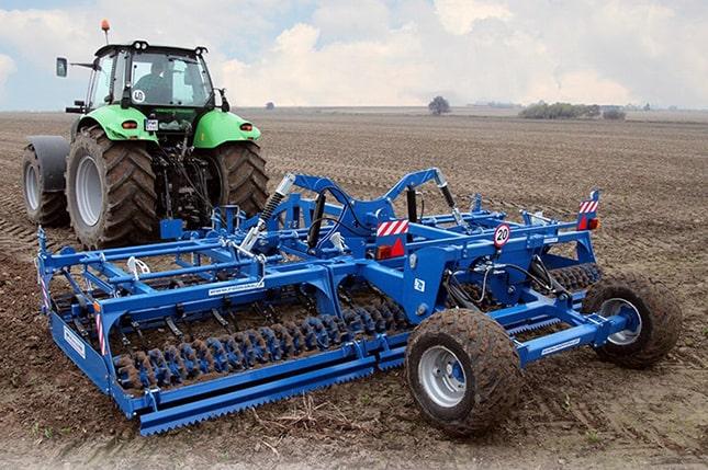 traktor vontatta kompaktor