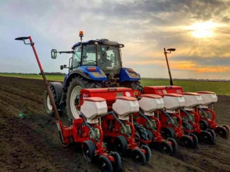 Komoly késésben a tavaszi vetés – kifutnak az időből a gazdák?