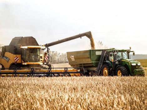 Június végéig több mint 500 milliárd forint új pályázati forrást érhetnek el a gazdálkodók