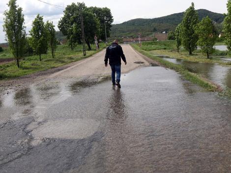 Borzalmas állapotok: áradások és földcsuszamlások miatt utakat kellett lezárni