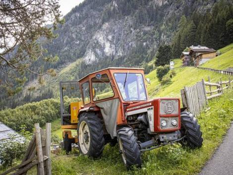 Szörnyű tragédia: 30 métert zuhant a traktorával