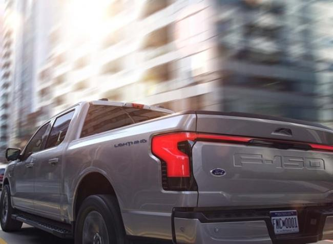 Lehengerlő elektromos gépszörny lett a Ford új városi terepjárója