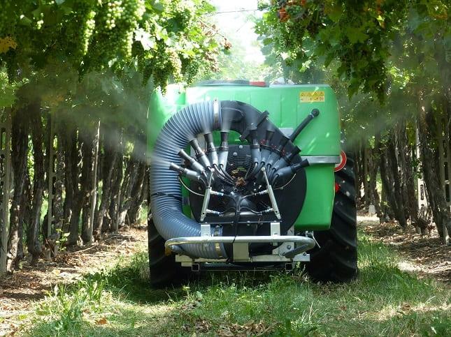 permetező szőlőben