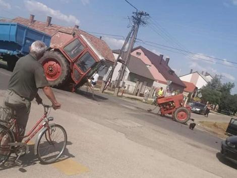 Különös baleset: szétszakadt egy MTZ traktor Kapuváron