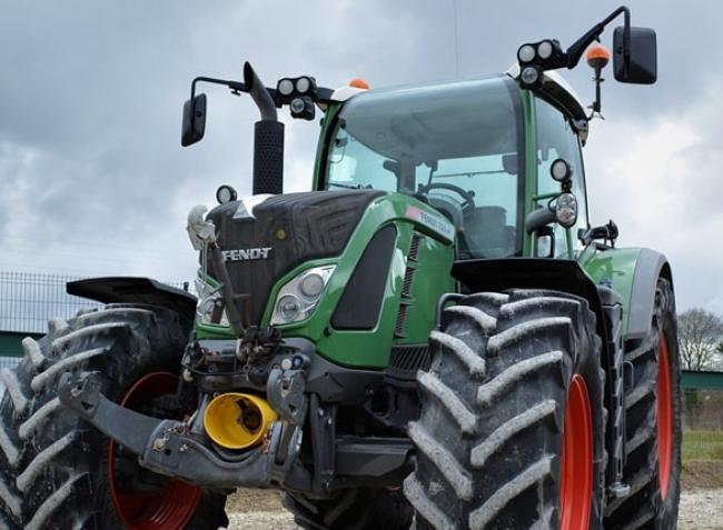 Ilyen traktor kell a magyarnak! Nézd meg, milyen gépre költenek a gazdák!