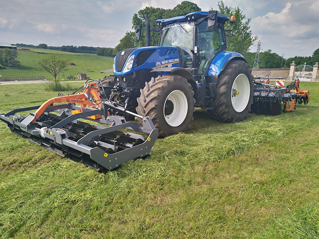 Mandam gép New Holland traktorral