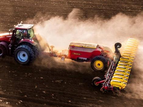 Ez a vetőgép nem tréfál: 1200 hektár kukorica egy hét alatt!