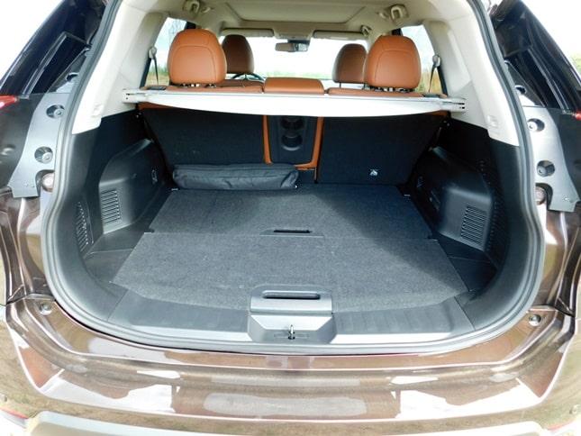 Nissan terepjáró csomagtér