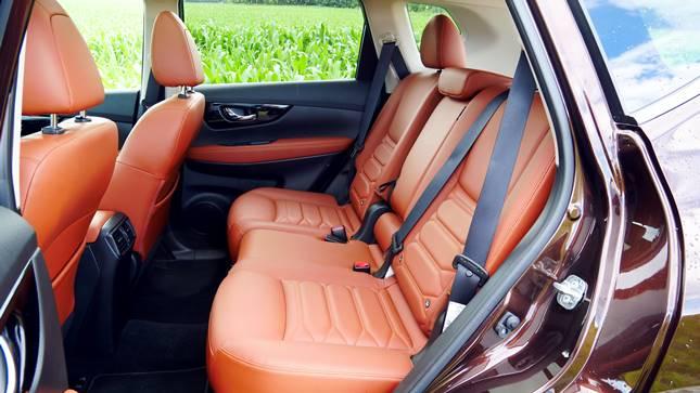 Nissan pickup bőrülések