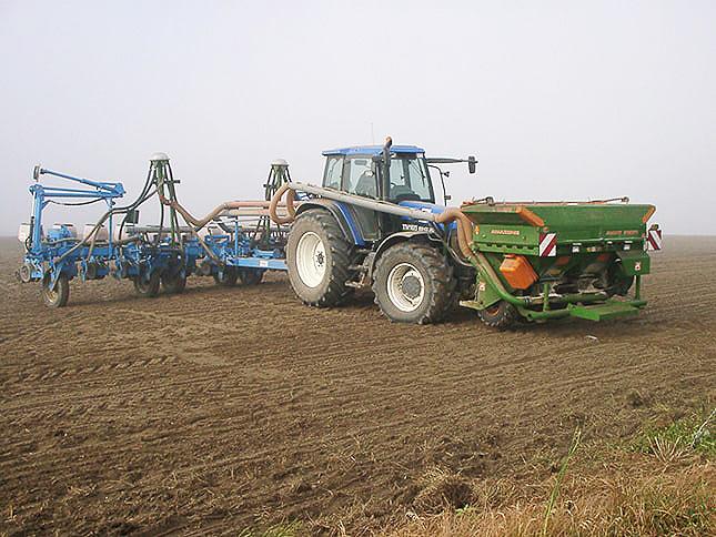 New Holland traktor kiegészítők szántóföld