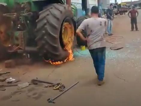 Amikor felrobban a traktorkerék - ezt ki ne próbáld otthon!