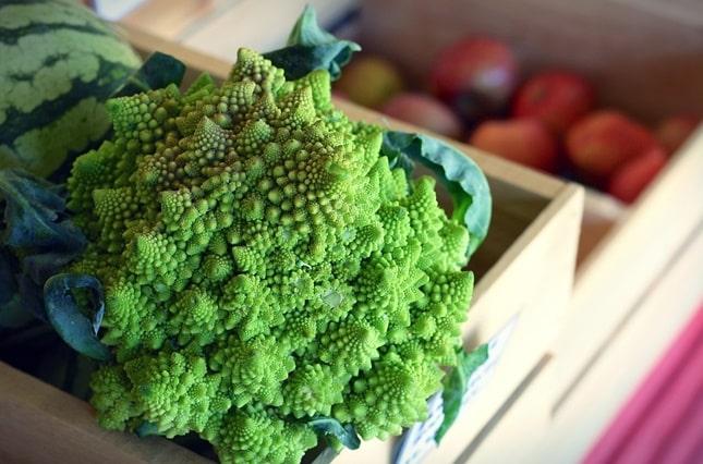 zöldségek ládában