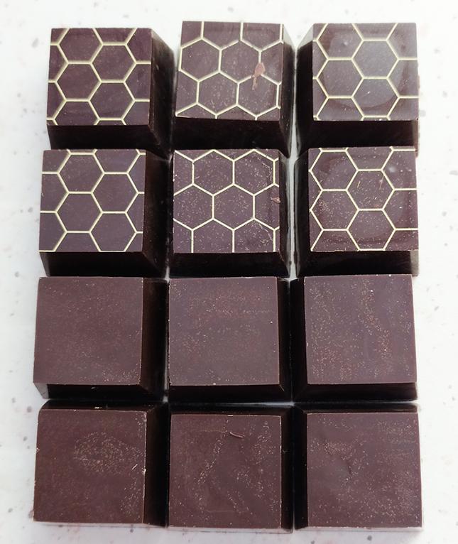 Méhsejtmintás csokoládé