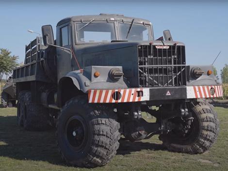 Kraz 255: Még ma is egy fordulóval elvinne 7,5 tonna kukoricát - Videó!