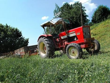 Traktor-blamázs: talált rendszámokat rakott a forgalomból kivont gépre a tulajdonos