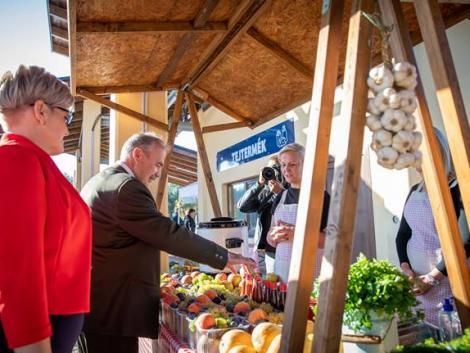 700 millió forintból épült piac Bicskén