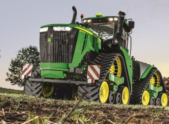 Miért kifizetődő 700 hektárra ilyen hatalmas gépeket bevetni? – Videó