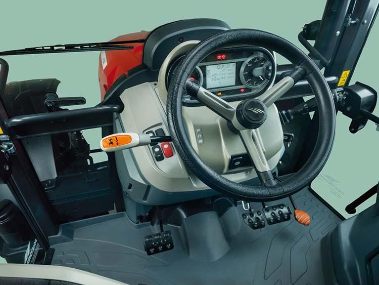 Traktor dönthető kormányoszlop