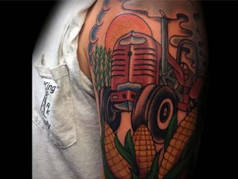 Agrártetkó? De komoly! Nézegess traktoros tetoválásokat!