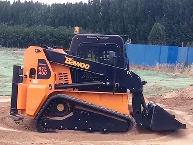 Laza talajon a gumiheveder-talp megóvja a gépet az elakadástól