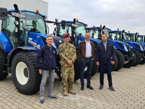 New Holland traktorokat és hozzájuk tartozó munkagépeket kapott a Magyar Honvédség