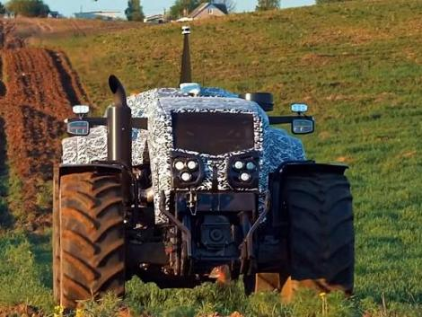 Ezt látnod kell! Önvezető Belarus MTZ traktor!