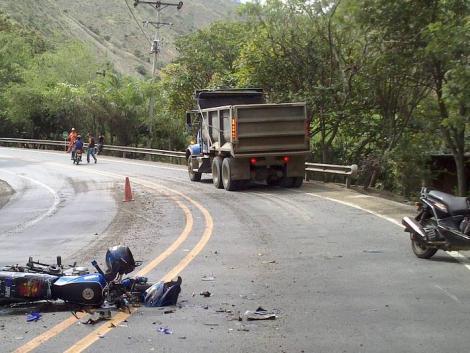 Meghalt a traktorral ütköző motoros