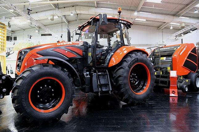 Ursus traktor a gyárban