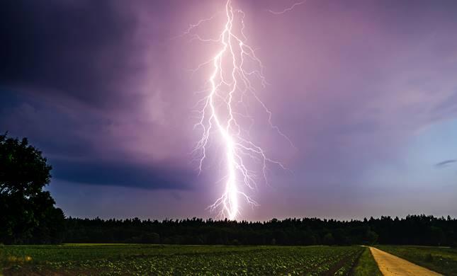 vihar és kánikula egyszerre csapott le