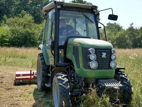 Egy traktor, száz feladatra