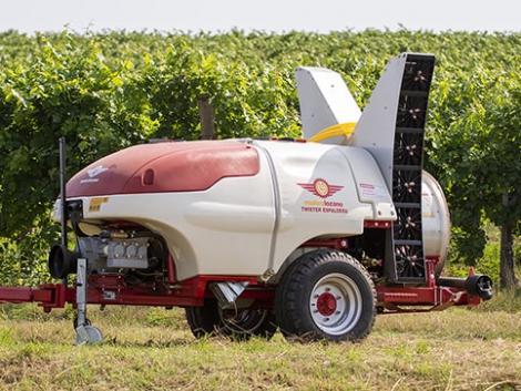Ezt látnod kell! Izgalmas szőlészeti gépek működés közben! – Videó